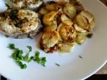 Merluza gallega con chalotas al vino blanco y patatas panadera