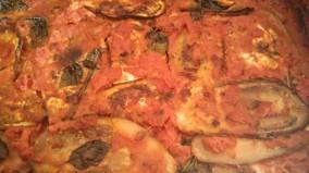 Berenjenas con tomate,atún,anchoas y pechuga de pavo
