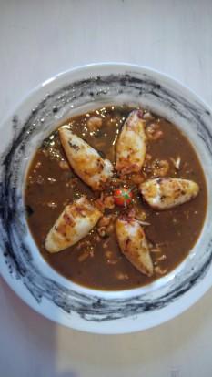 Calamares rellenos de gambas y verduras