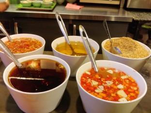 Distintos tipos de salsa que suelen acompañar a la mayoria de platos
